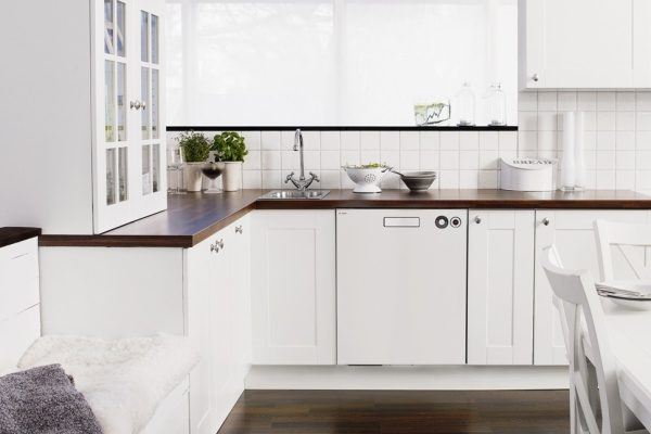 D5424WH Dishwasher in white kitchen and wooden benchtop