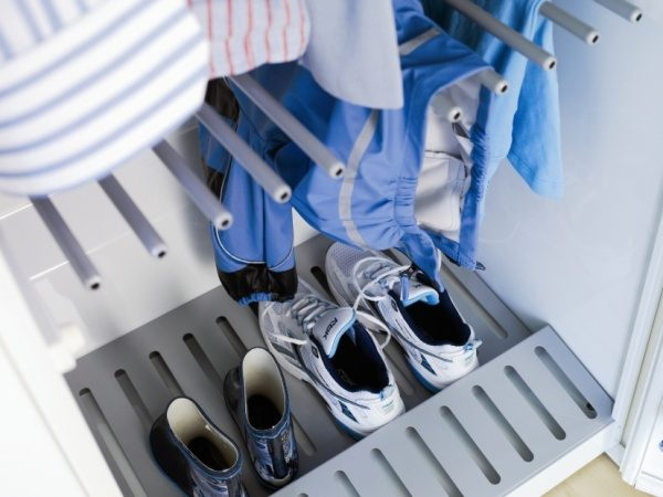 Dry shoes in the Asko drying cabinet