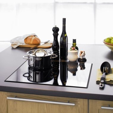 HI1683 Induction Cooktop on island bench